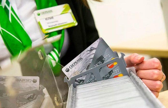 Как снять деньги с карты Сбербанка с истекшим сроком?